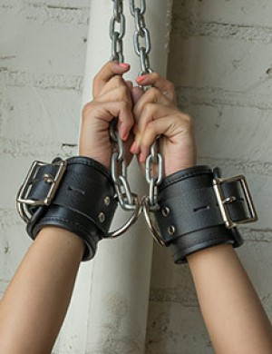 Deluxe Padded Leather Wrist Restraints w/ D Rings, Black