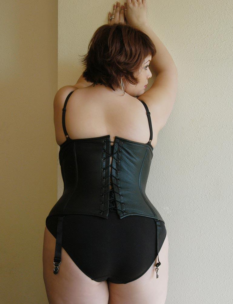 Full Curves Short Victorian Corset April Flores