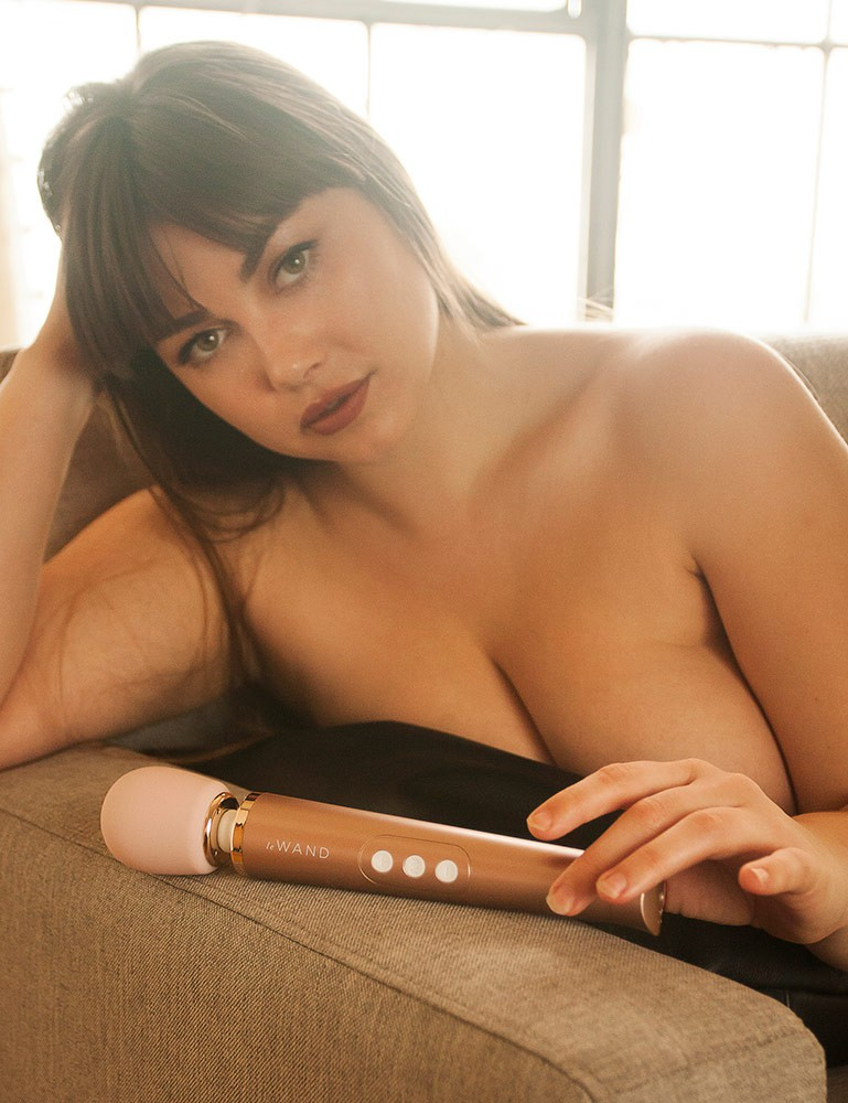 Le Wand Petit Rechargeable Vibrating Massager, Rose Gold