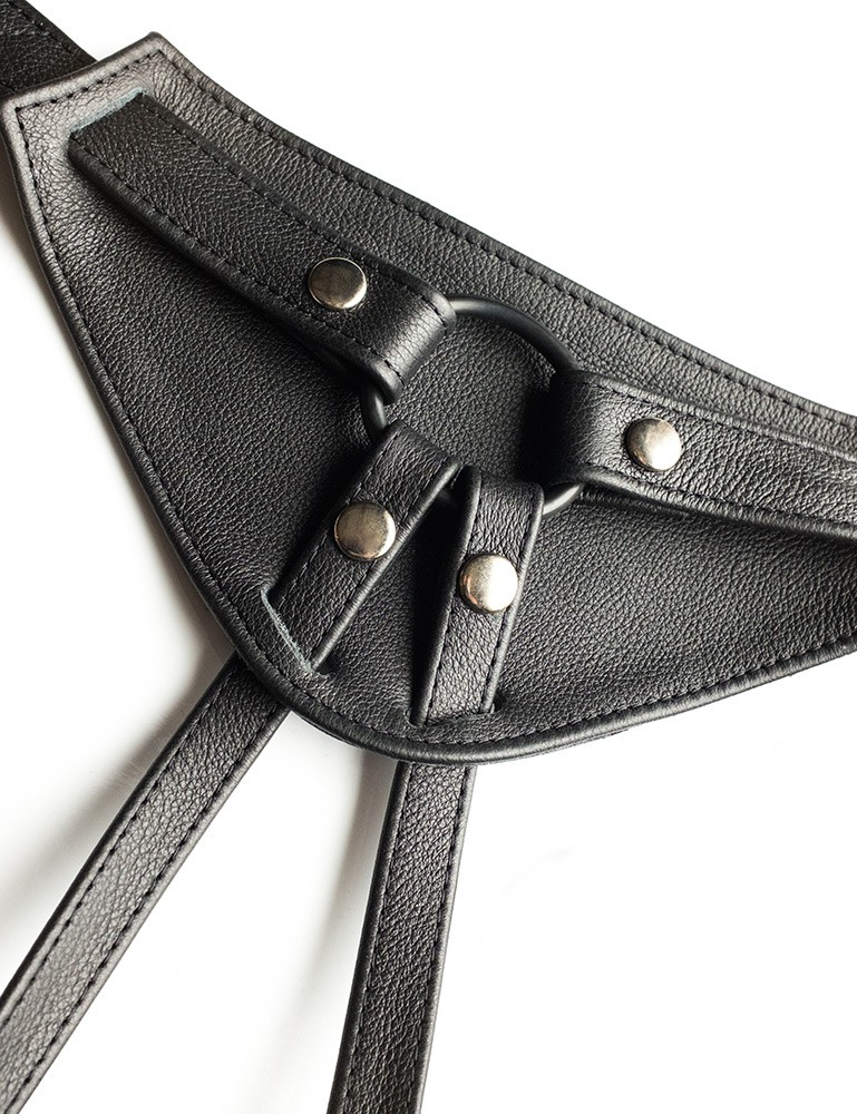 Full Curves Plus Size Leather Strapon Dildo Harness